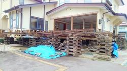 建物全体を嵩上げ 大規模改修工事